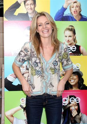 Jessalyn Gilsig -  Glee  Los Angeles Premiere on May 11, 2009
