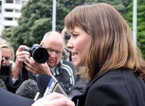 Lucy Lawless - $5,000 check for NZ PM John Key 11/18/09
