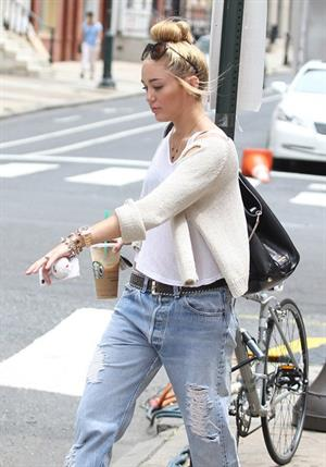 Miley Cyrus - Out with Happy in Philadelphia (August 7th 2012)