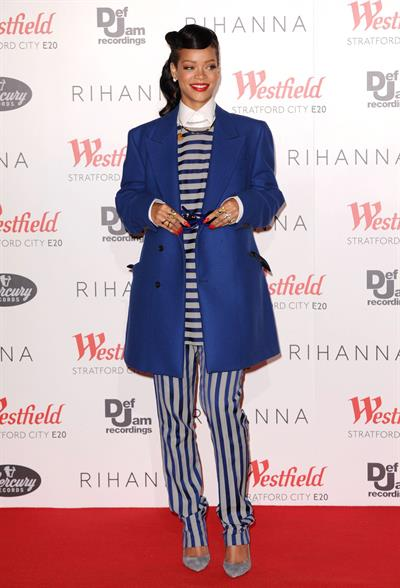 Rihanna Westfield Stratford Lights London Switch On (November 19, 2012)