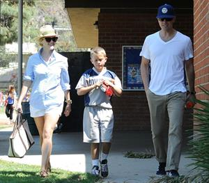 Reese Witherspoon Plays football with husband in Los Angeles (May 11, 2013)