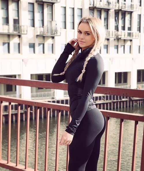 Anna Nyström in Yoga Pants