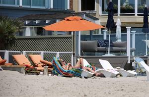 Nicky Hilton - Relaxes in the sun in Malibu (18.07.2013)