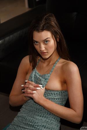 Laina Shows Hot Ass