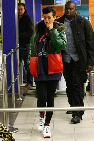 Rihanna Makes her way through Berlin Schonefeld Airport, Germany (November 19, 2012)