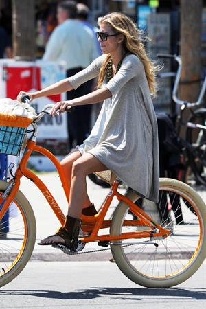 AnnaLynne McCords dress blew up to reveal her underwear in Venice, August 20, 2014