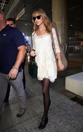 Taylor Swift – LAX arrival 10/22/13