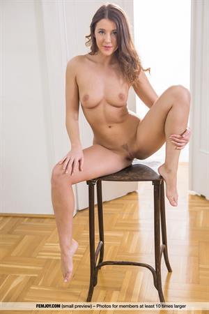 Horny Davina aka Kailena posing nude with a chair