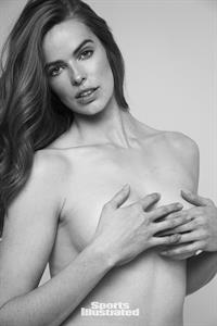 Robyn Lawley Pictures