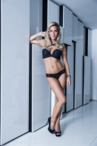 Giovanna Ewbank in lingerie