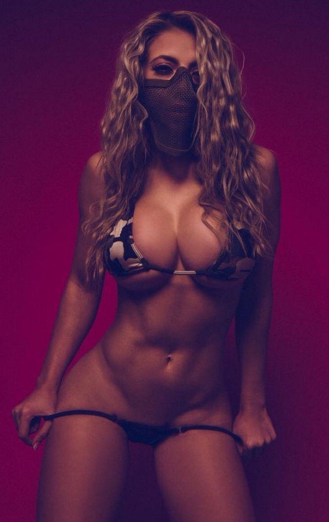 стриптиз модель с идеальным телом секс