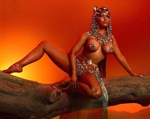 Nicki Minaj Poses Topless For New Album 'Queen'