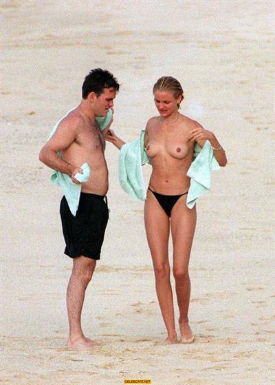 Cameron Diaz Topless @ the Beach