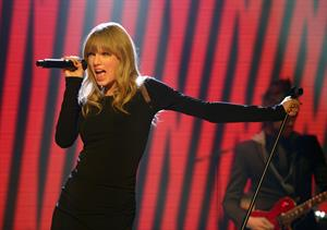 Taylor Swift  The Graham Norton Show  performance in London - Feb 22, 2013
