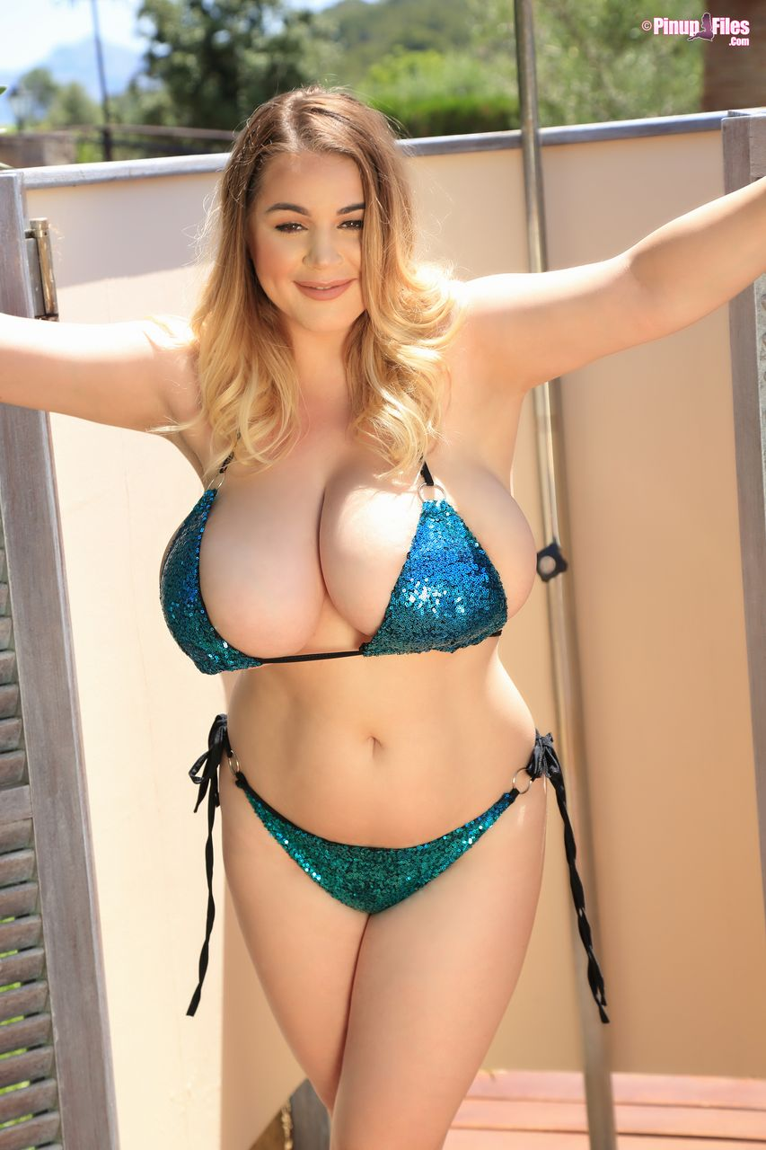 Holly garner big boobs Holly Garner Takes Off Her Sexy Bikini And Exposes Her Gorgeous Breasts Rating Unrated