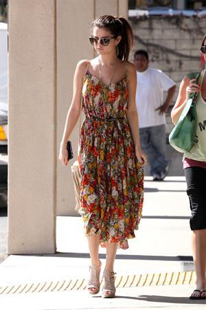 Selena Gomez heads to a Beauty Salon in LA 2/28/13