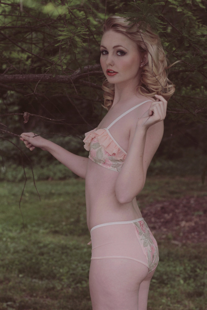 Alida in lingerie