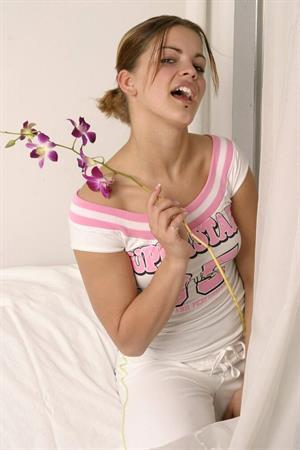 Sara Sexton nude with flowers