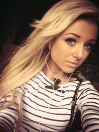 Chloe Harwood taking a selfie